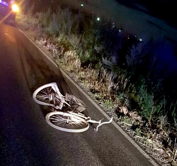 Un șofer fără permis lovește un biciclist beat, în Slimnic