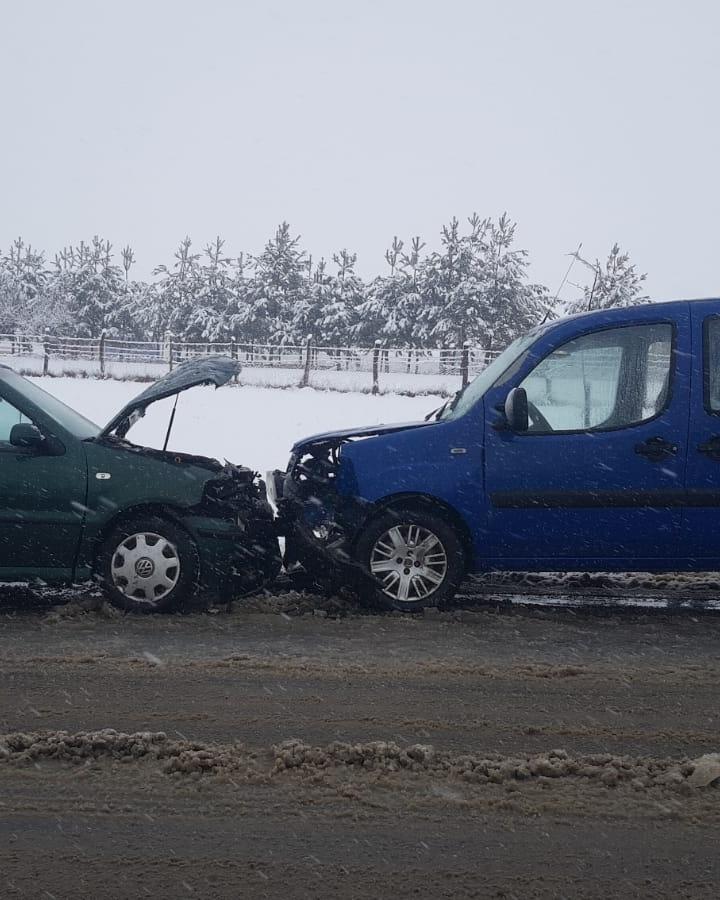 Accident cu 2 răniți din cauza vitezei la Săliște