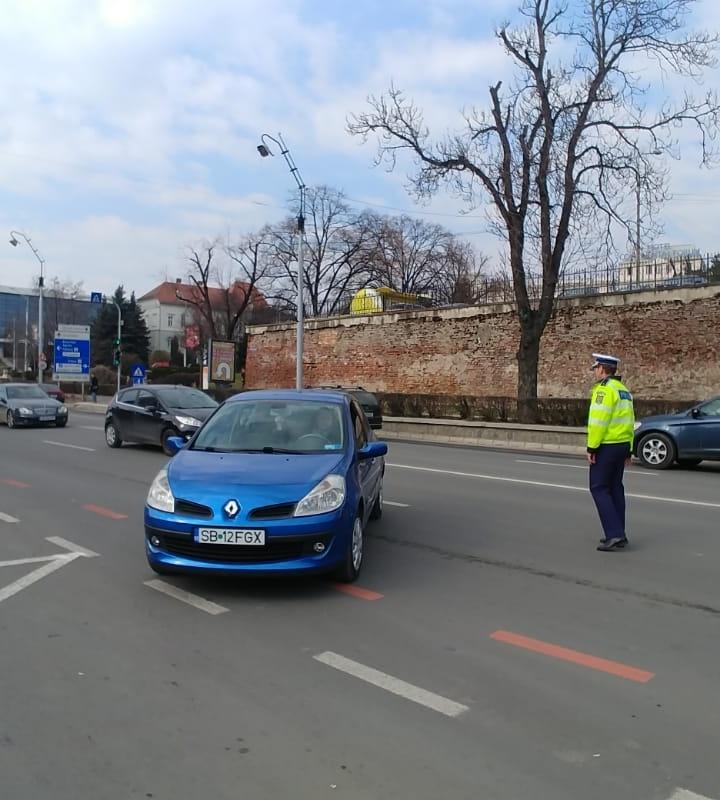 Șoferițele din Sibiu au primit mărțișoare de la Poliție, RAR și Crucea Roșie