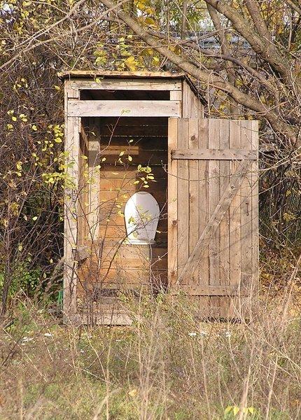 Sibienii care mai au WC în fundul curții riscă amenzi usturătoare