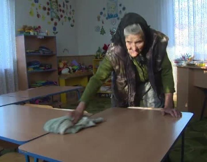 """""""Tanti Sofia"""" concediată de directoarea grădiniței, unde lucra de 40 de ani"""