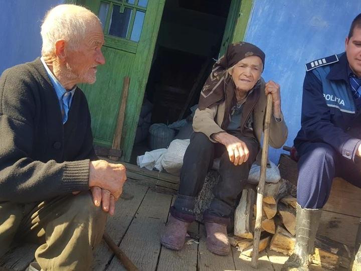 Doi bătrânei de 90 de ani vizitați de Poliția Română pentru prima data