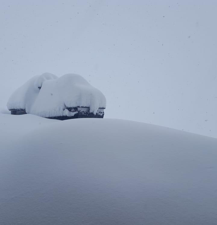Iarna revine cu zăpezi de aproape 2 metri