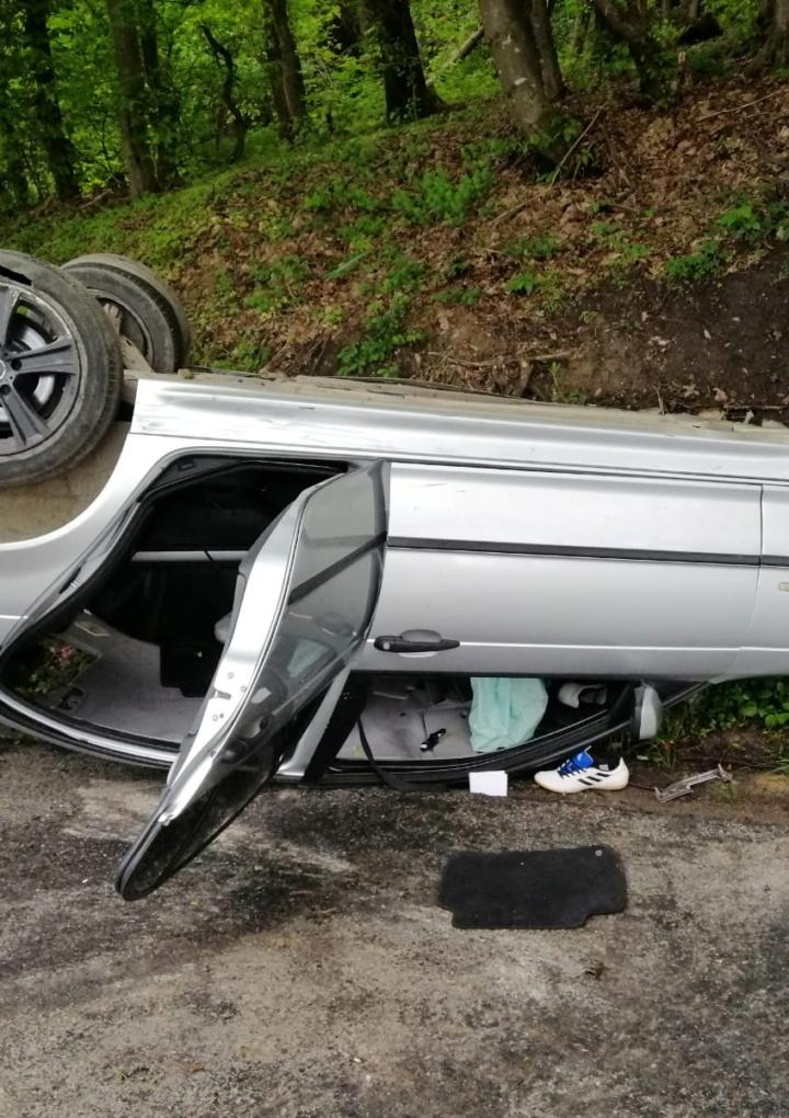 Un șofer din Cisnădie a intrat într-un stâlp din cauza vitezei