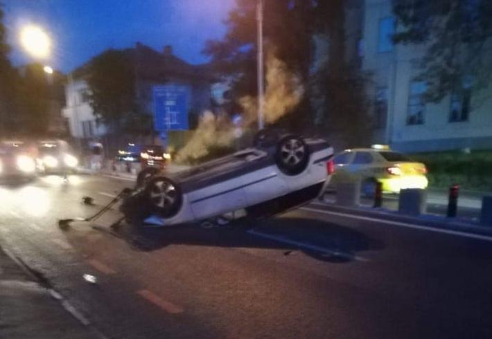 Autoturism răsturnat pe Șoseaula Alba Iulia