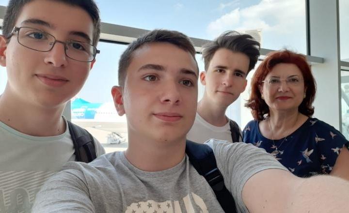 Trei elevi din Sibiu participă la Olimpiada Geniilor din SUA