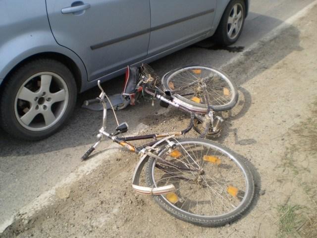 Biciclist rănit grav de un autoturism în Mediaș