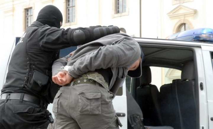 Consilier local din județul Gorj suspectat că a furat două motoare de ambulanță