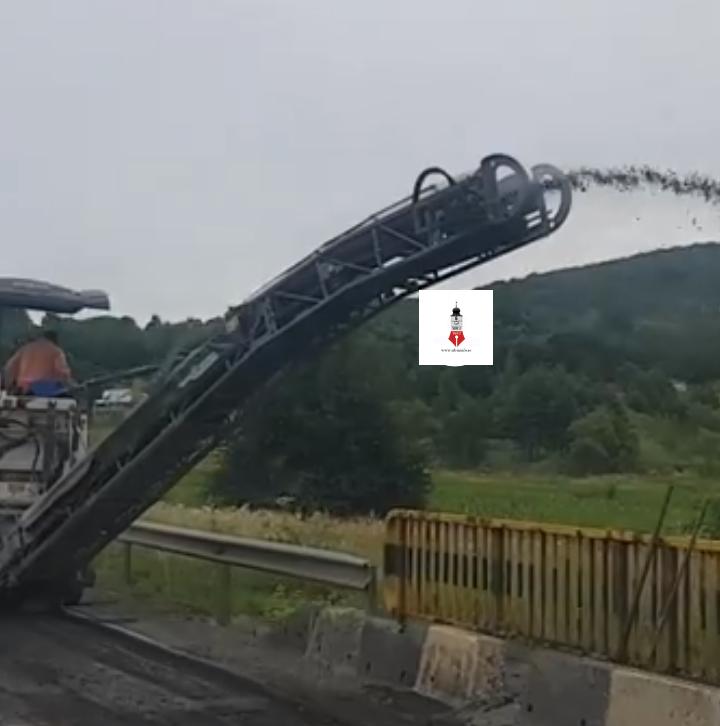 Asfaltul decopertat de pe DN1 aruncat în râul Cibin
