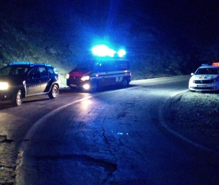 5 victime în stare gravă după ce au căzut cu mașina 20m în gol  pe Transfăgărășan