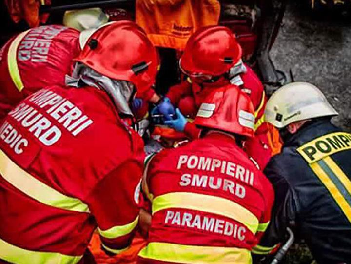 Accident grav pe Valea Oltului, 21 persoane implicate