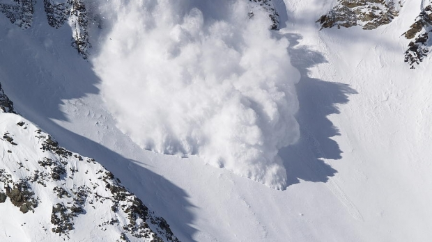 Doi turiști surprinși de avalanșă în Făgăraș