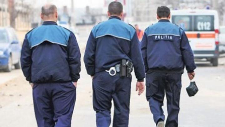 Poliţişti trimişi în misiuni în uniforma de vară şi fără armament